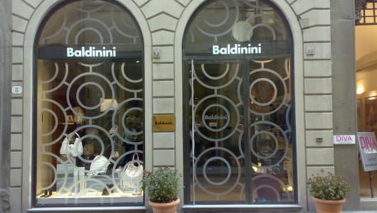 Decorazione adesivi pvc sabbiato su vetrina negozio Firenze