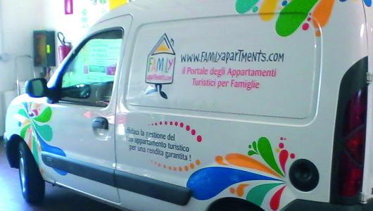 Decorazione furgone per www.familyapartments.com il portale degli appartamenti turistici per famiglie. Realizzato per Identità Creative.
