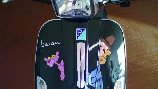 Vespa 50 special personalizzata con adesivi stampa digitale ''Pantera Rosa''