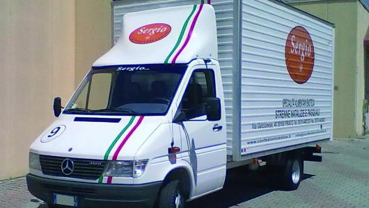 Decorazione pvc prespaziato e stampa digitale su camion ditta prodotti alimentari, bevande...