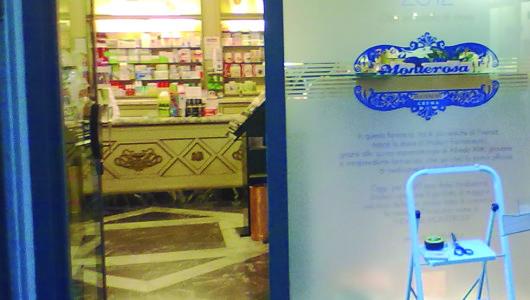 vetrina farmacia storica firenze